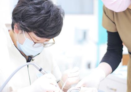 笑気ガスを吸入したままの状態で治療を開始